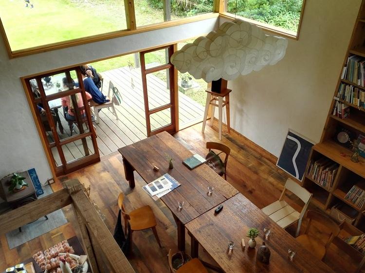 イロイロイロ、会場「旅をする木カフェ燈台」4.jpg