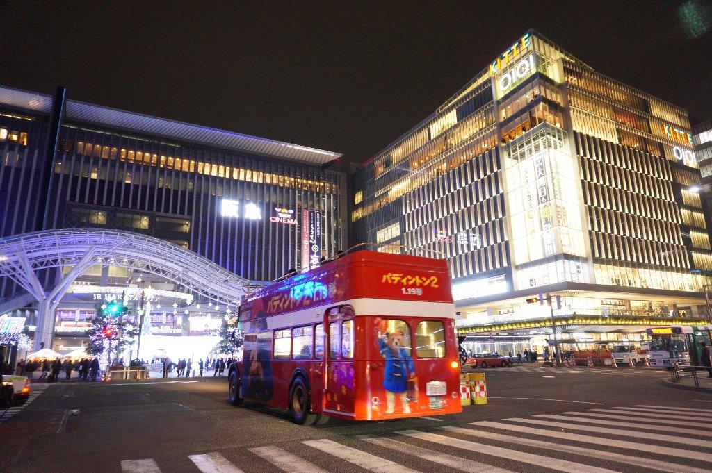 福岡の街をパディントンのスペシャルロンドンバスに乗って クリスマスイルミネーションを見に行こう!!